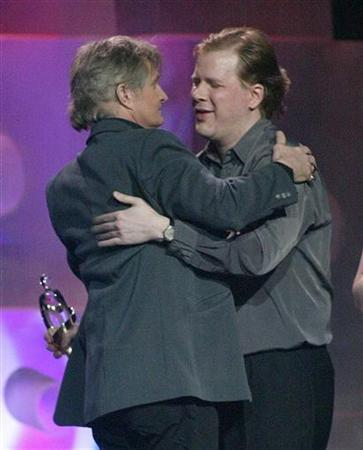Tom Cochrane & Jeff Healey as Tom was presented with the Hall of Fame Award at the Junos, in 2003 - © Christine Muschi/Reuters
